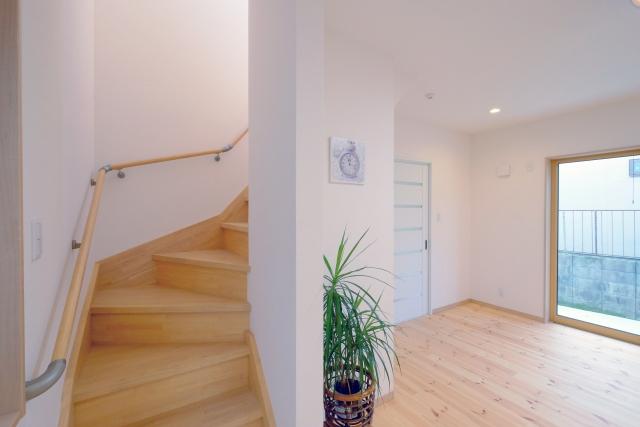 階段は吹き抜けの空間