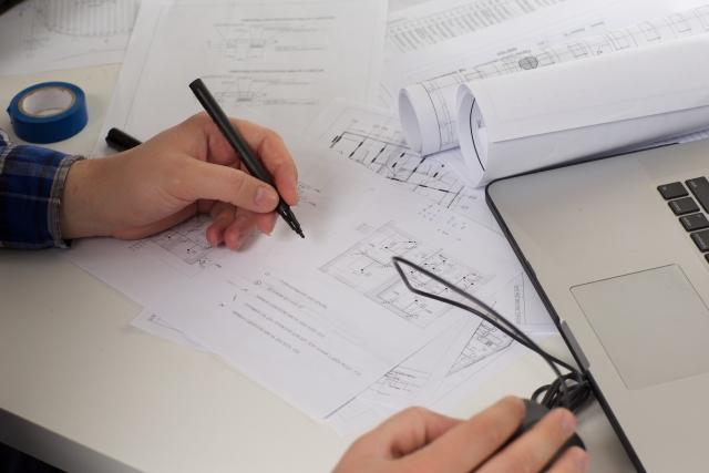 電気図面を書いている