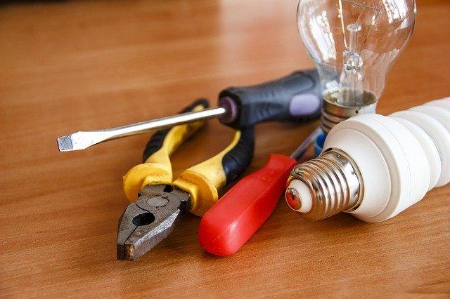 電球と工具