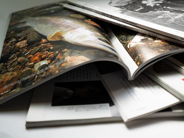 雑誌が重なっている
